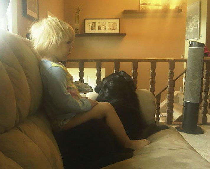 dítě a pes s dítětem novorozeně novorozenec příběh soužití nejlepší přátelství přítel 3