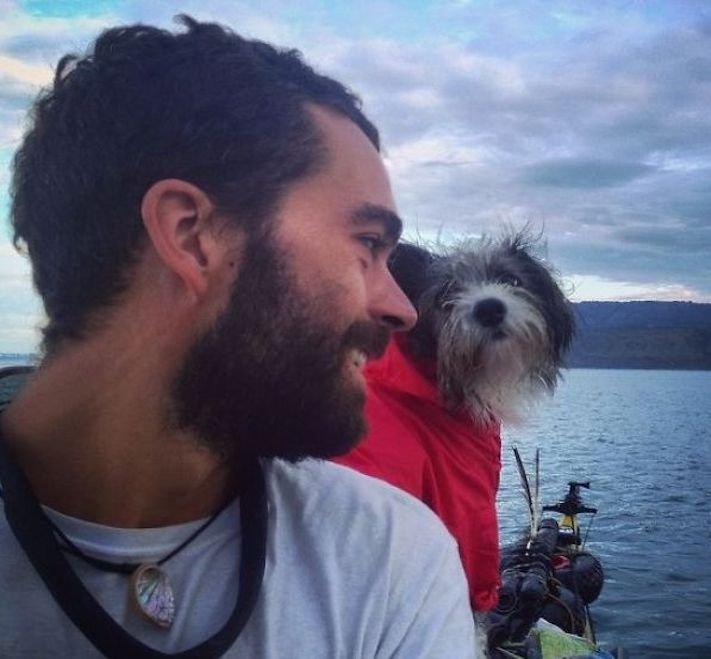 se psem k moři na vodu na kajaku v lodi člunu na vodě 3