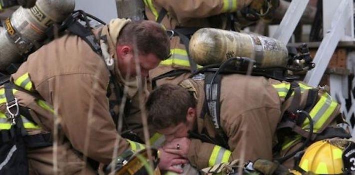 hasiči riskují život pro záchranu psa psů obrázky video fotoalbum 8