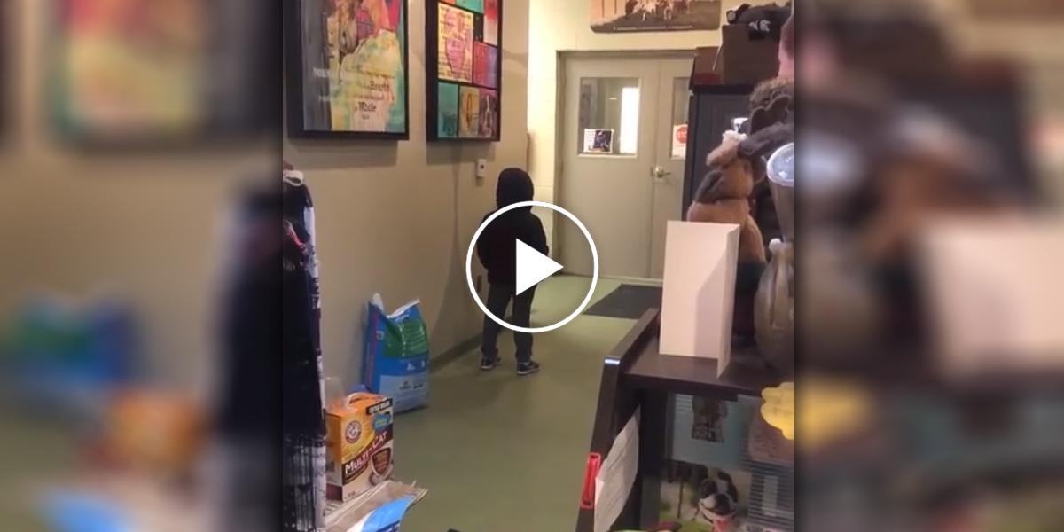 Tenhle chlapec dostal to nejlepší překvapení, poté co mu zemřel jeho pes