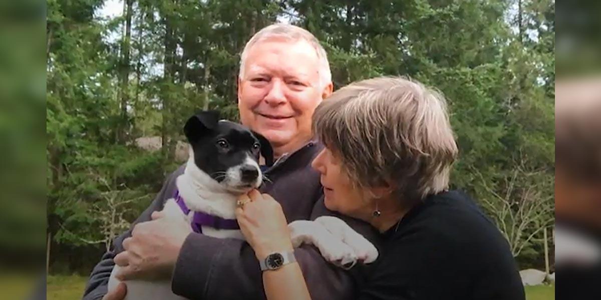 Tohle štěně putovalo přes půlku planety za svou novou rodinou