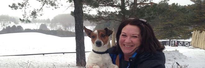 Tahle žena se nemohla rozhodnou,  jakého psa adoptovat, a tak koupila celý útulek